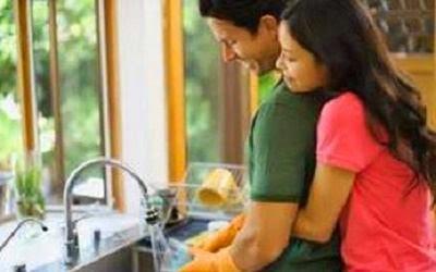 যৌন জীবন মধুর হবে যৌন জীবন মধুর হবে যদি ঘরের কাজে সময় ব্যয় করেন